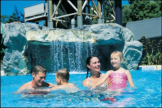 Spa Lodge Motel: relax at the pools