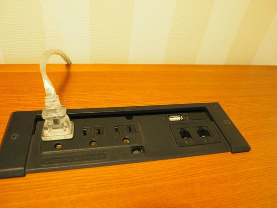 Four Points by Sheraton Prince George: Extra outlets, ethernet receptacles, and USB chargers in the desk