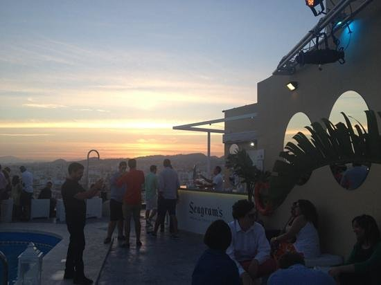 AC Hotel Malaga Palacio : Sunset on the roof terrace