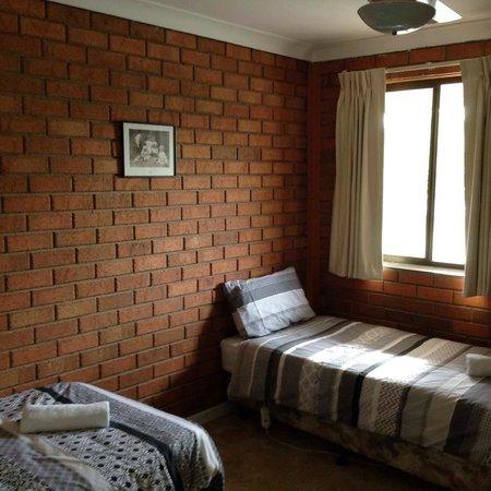 Berrigan Motel: Family Suite - Separate bedroom for the children
