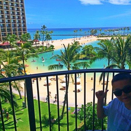 Hilton Hawaiian Village Waikiki Beach Resort: Our room view...Lagoon tower.