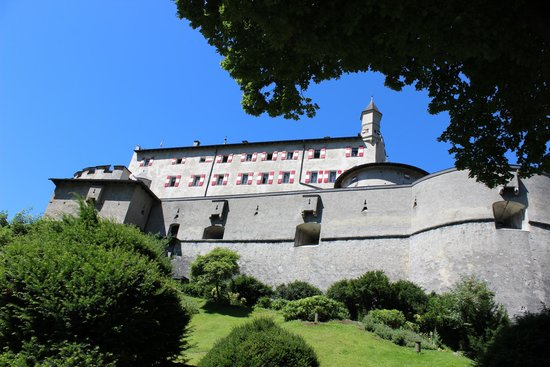 Erlebnisburg Hohenwerfen: castle from the grass below