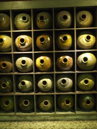 Puli Brewery: wine pot display