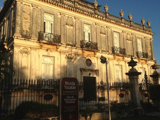 Paseo de Montejo : Una de las casas gemelas