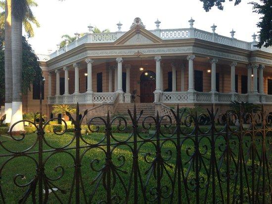 Paseo de Montejo: Creo que esta casa en algún momento se uso para oficinas
