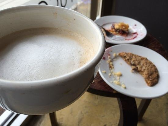 Caffe Roma: coffee, raspberry pastry and cookie!