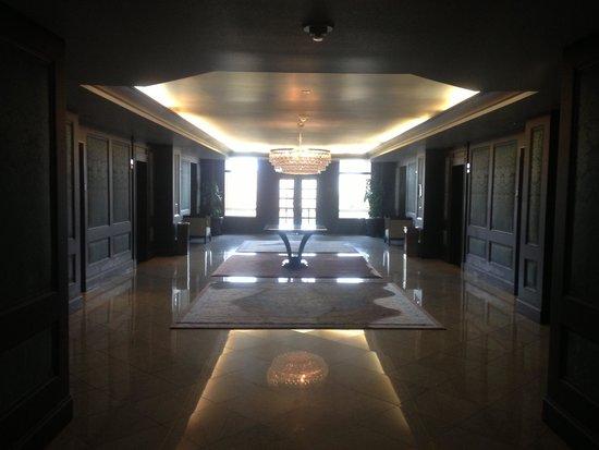 The US Grant : Hall du 5e étage, niveau des ascenseurs