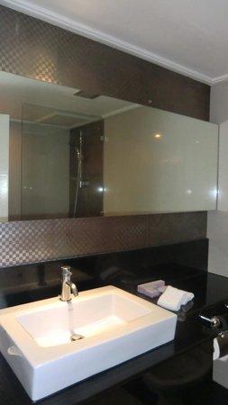 Centara Hotel Hat Yai: batroom