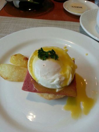 Taj Coromandel Chennai: Egg Benedict
