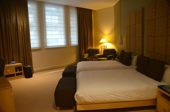 Radisson Blu Plaza Hotel Sydney: Large room, comfortable beds
