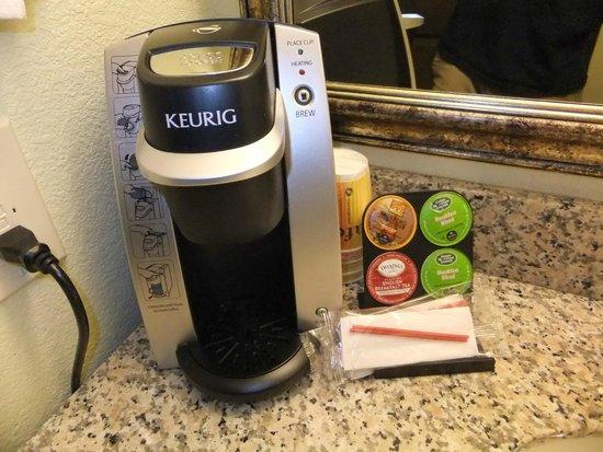 La Quinta Inn & Suites Las Vegas Airport South: Keurig coffee maker in our room.