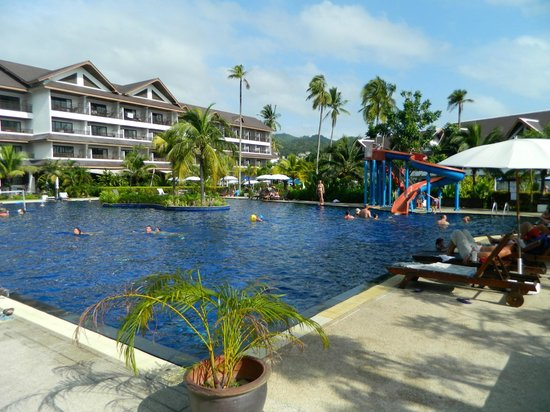 Sunwing Kamala Beach : Pool area
