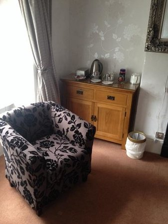 Bryn Aethwy B & B: seating area with tea and coffee making facilities