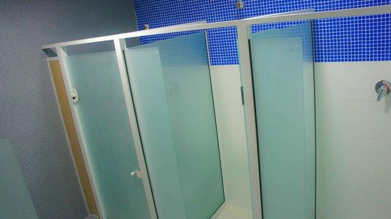 Niteroi Hostel: banheiro Masculino