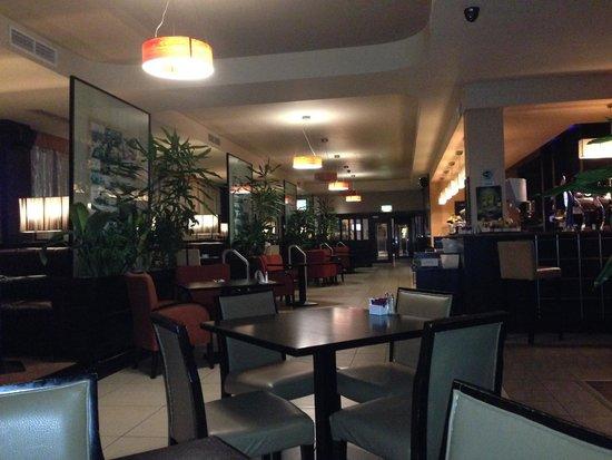 Carlton Hotel Dublin Airport: Il ristorante/bar
