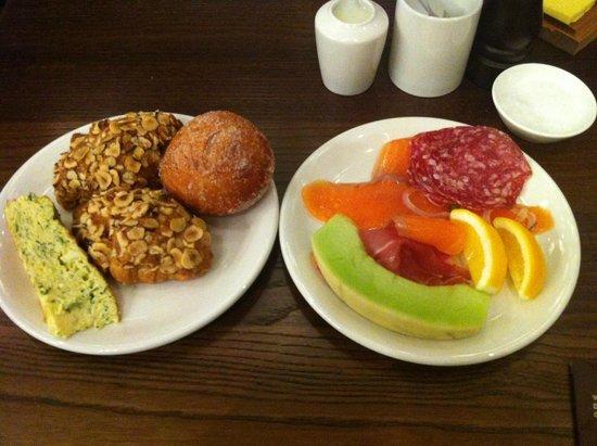 SKYCITY Grand Hotel: Best hazelnut croissant