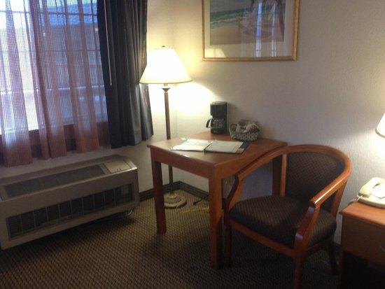 Quality Inn & Suites Redwood Coast: the room