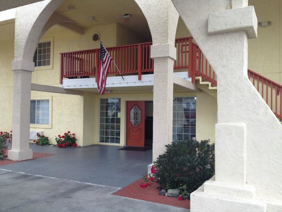 Quality Inn & Suites Redwood Coast: the office