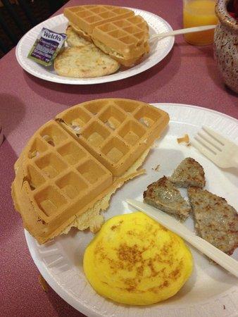 Quality Inn & Suites Redwood Coast: Breakfast