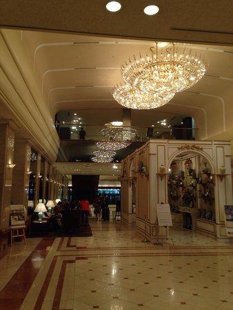 Keio Plaza Hotel Tokyo: The lobby