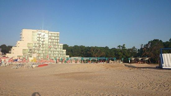 Hotel Borjana: Hotel view from the beach