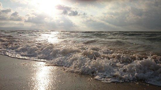 Hotel Borjana: Sunrise on the beach