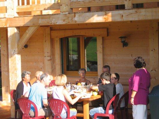 La Clef du Temps: Le petit déjeuner sur la terrasse
