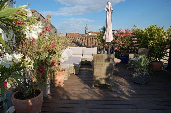 La Villa Chaleemar : terrasse vue sur les toits