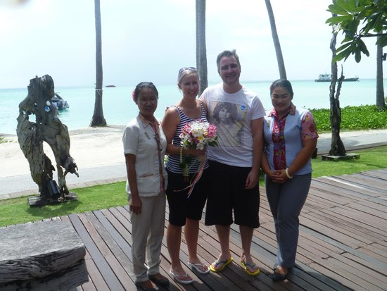 Phi Phi Island Village Beach Resort : Our arrival, greeted by Nong-On and Prang
