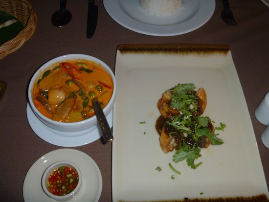 Phi Phi Island Village Beach Resort : Grilled seabass and red duck curry