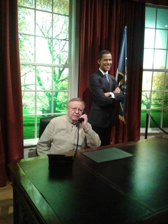 Madame Tussauds London: Зашёл к Обаме позвонить.