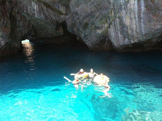 Noleggio barche Lucibello: Amazing swim at green grotto