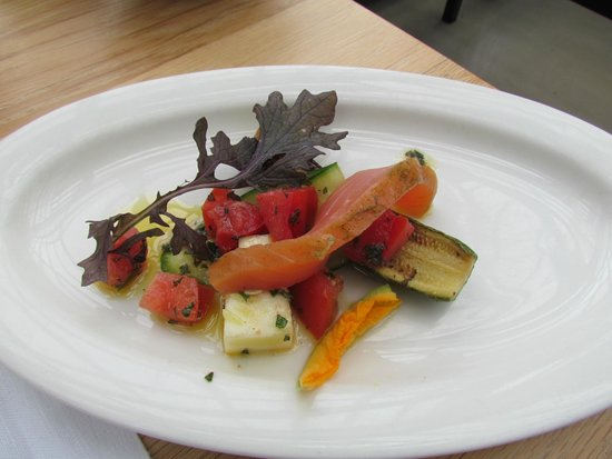 De Kas : Starter dish: fresh veggies with salmon
