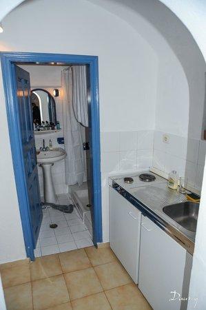 Aethrio Hotel: cuisine et salle de bain