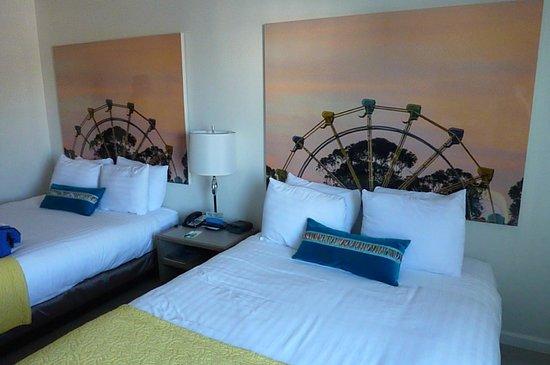 Carousel Beach Inn: Queen Room