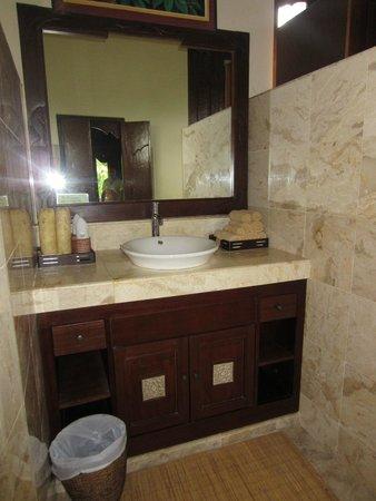 Alam Shanti: Indus room bathroom