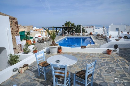 Aethrio Hotel: terrase et piscine