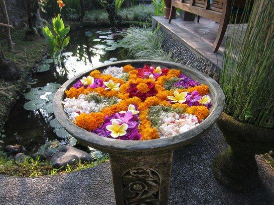 Alam Shanti: flowers at reception