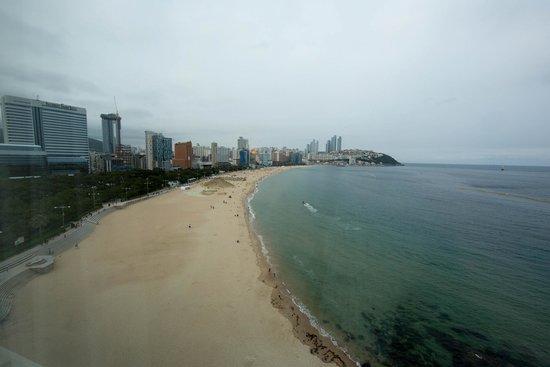 The Westin Chosun Busan: Вид на пляж