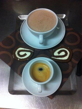 Et Caetera CafeRestaurant: Café et renverse!!