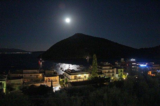Hotel King Minos: Full-moon over island Romvi