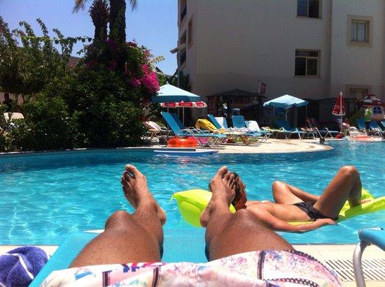 Cosmopolitan Resort Hotel: Poolside