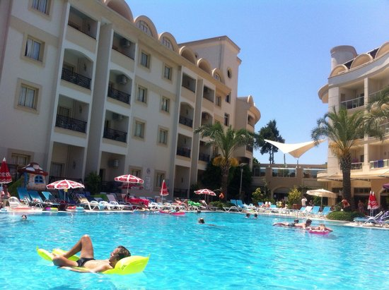 Cosmopolitan Resort Hotel: The Main Pool
