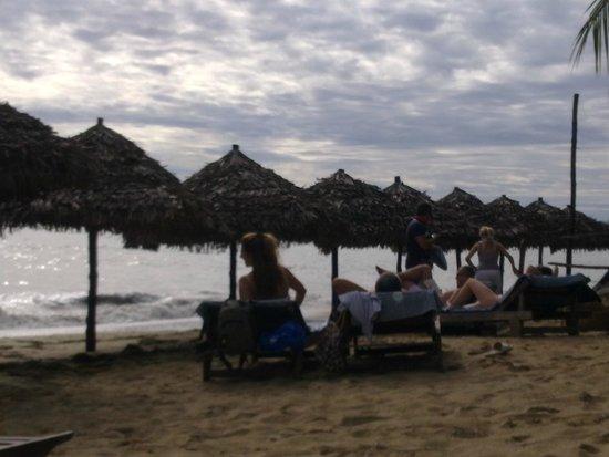 Kintana Resort & Spa : spiaggia e obrelloni