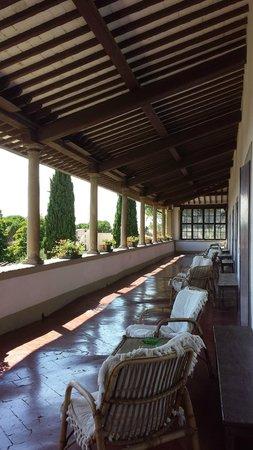 Villa Villoresi : la superbe terrasse aux colonnes