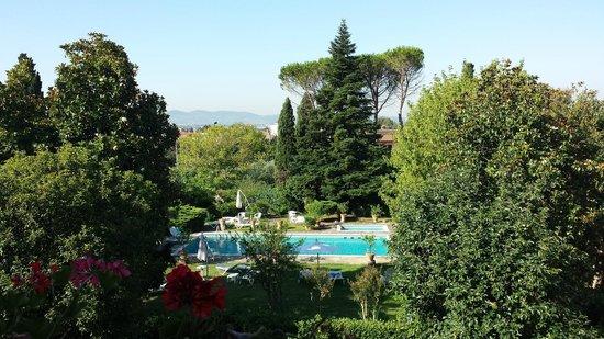 Villa Villoresi: la vue sur le jardin et la piscine