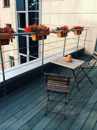 Red Stars Hotel: балкон