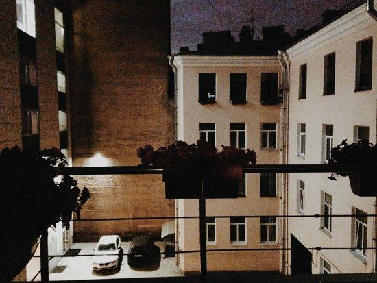 Red Stars Hotel: вид из номера ночью