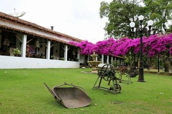 Hotel Fazenda 3 Pinheiros: Detalhe do casarão da fazenda