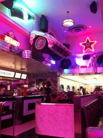 Corvette Diner : Inside